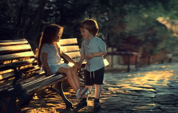 Картинка скамейка, дети, улица, вечер, мальчик, девочка, парочка, Марианна Смолина
