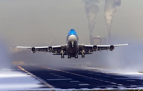 Картинка авиация, самолет, взлетная полоса, посадка, пассажирский лайнер, boeing 747, Dutch Airline