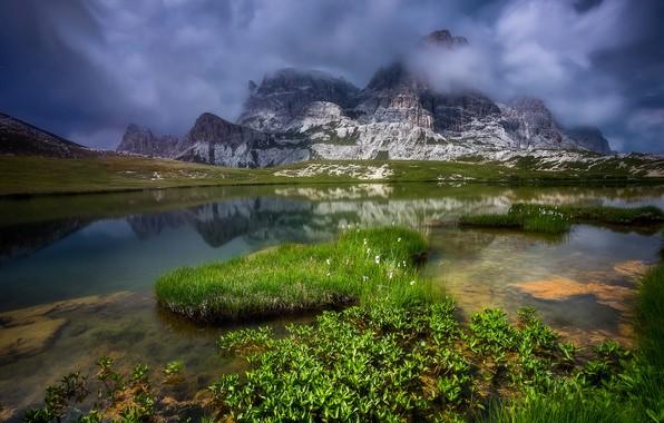 Картинка трава, облака, пейзаж, горы, природа, озеро, камни, Италия, Доломиты