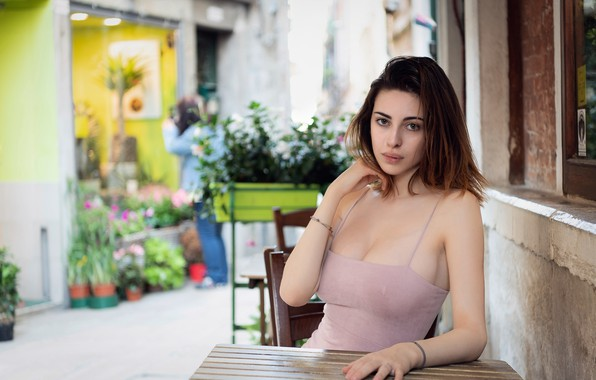 Картинка girl, cleavage, dress, breast, photo, photographer, blue eyes, model, lips, face, brunette, table, chest, sitting, …