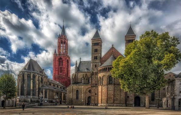 Картинка небо, солнце, облака, деревья, люди, HDR, площадь, церковь, храм, Нидерланды, Maastricht