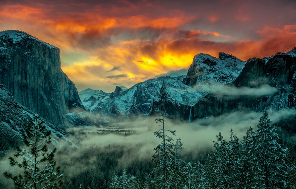 Картинка зима, лес, небо, цвета, облака, снег, деревья, пейзаж, закат, горы, туман, скалы, вершины, ели, США, …