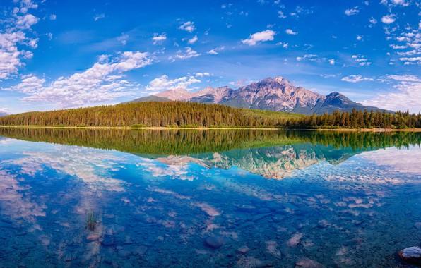 Картинка осень, лес, облака, горы, озеро, отражение, синева, камни, вершины, вид, дно, Канада, панорама, Альберта, водоем, ...