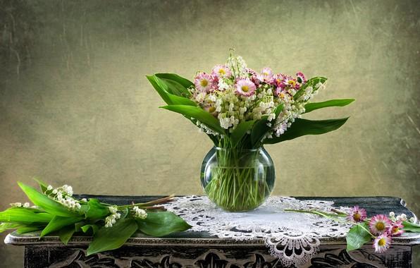Картинка цветы, фон, ромашки, ваза, натюрморт, ландыши