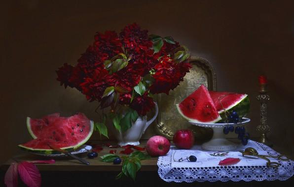 Картинка листья, цветы, ягоды, яблоки, свеча, арбуз, тарелка, виноград, нож, кувшин, фрукты, натюрморт, салфетка, поднос, вазочка, …