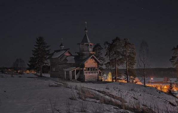 Картинка зима, небо, снег, деревья, ночь, природа, звёзды, ели, деревня, церковь, сосны, Карелия, Сергей Гармашов