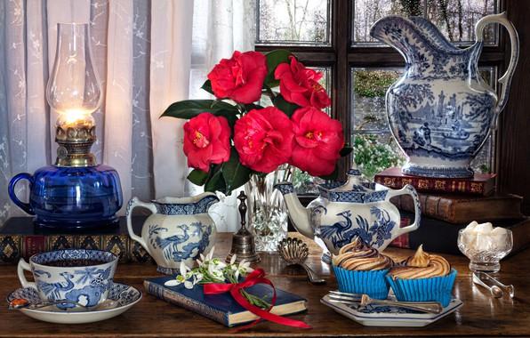 Картинка цветы, стиль, книги, лампа, чайник, окно, подснежники, чашка, кувшин, натюрморт, кексы, кексики, камелии