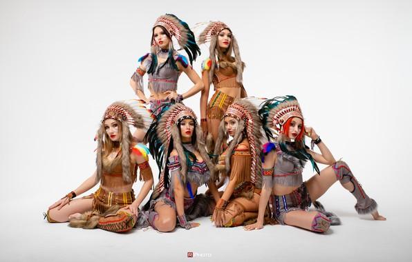 Картинка девушки, светлый фон, костюмы, позы, Виталий Рычков