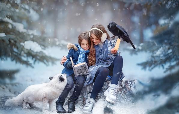 Картинка зима, лес, дети, мальчик, сыр, девочка, книга, ворон, лисица, песец, Ярослава Громова, Басни Крылова