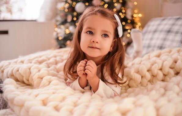 Картинка взгляд, девочка, Новый год, ручки, плед, Алина Божко