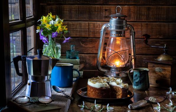 Картинка цветы, стиль, книги, лампа, очки, подснежники, кружка, фонарь, торт, натюрморт, букетик, нарциссы, кофемолка, кофейник