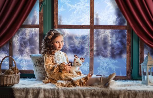 Картинка игрушка, платье, окно, мороз, девочка, фонарь, подушка, корзинка, бантик, локоны, на подоконнике, Диана Липкина