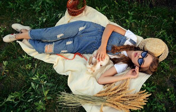 Картинка девушка, поза, кролик, очки, колосья, шляпка, комбинезон, Алина Станиславская, Алина Божко