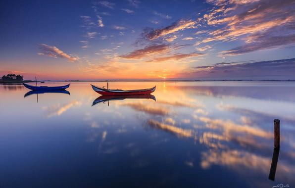 Картинка море, облака, отражение, лодки