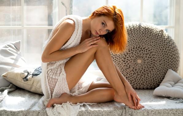 Картинка взгляд, девушка, поза, ноги, подушки, рыжая, рыжеволосая, Vladimir Nikolaev, Marta Gromova, Марта Громова