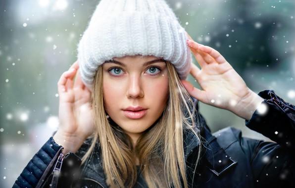 Картинка взгляд, девушка, снег, лицо, шапка, портрет, руки, Ольга Бойко