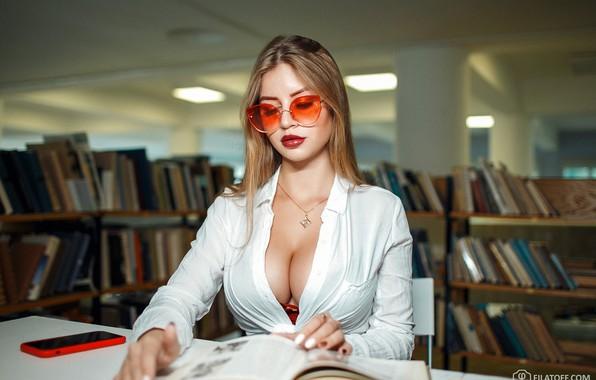 Картинка грудь, девушка, книги, очки, библиотека, Дмитрий Филатов, читательница
