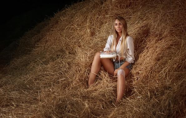 Картинка девушка, бутылка, ситуация, молоко, сено, Alexander Drobkov-Light, Дарья Герман