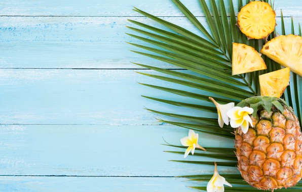 Картинка summer, фрукты, ананас, fresh, wood, ломтики, flowers, fruit, pineapple, плюмерия, tropical, plumeria, slice