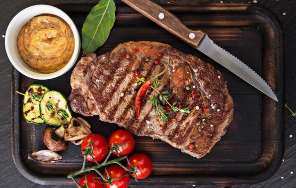 Картинка нож, мясо, доска, овощи, помидоры, соус, специи