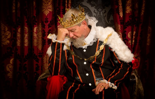 Картинка украшения, поза, корона, царь, наряд, мантия, мех, мужчина, борода, шторы, сидит, трон, седой, король, задумался