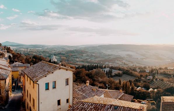 Картинка осень, небо, облака, деревья, пейзаж, холмы, улица, окна, дома, крыши