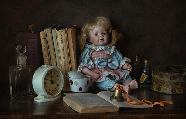 Обои пузырьки, стиль, часы, книги, кукла, будильник, флакон, колокольчик