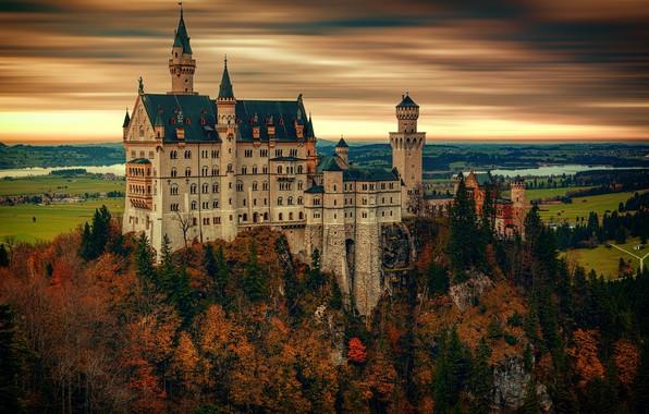 Картинка осень, лес, небо, облака, деревья, пейзаж, закат, горы, река, замок, пасмурно, скалы, высота, обработка, вечер, …