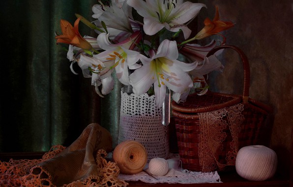 Картинка цветы, корзина, лилии, ваза, кружева, нитки, столик, клубки, still life, портьера, салфетки, рукоделие, Ковалёва Светлана