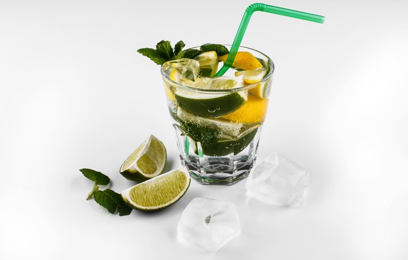 Картинка стакан, лимон, кубики, лёд, коктейль, белый фон, лайм, трубочка, махито