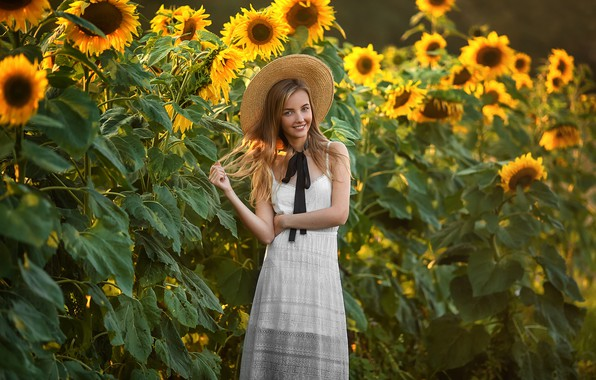 Картинка поле, лето, девушка, подсолнухи, улыбка, настроение, шляпа, Анастасия Бармина