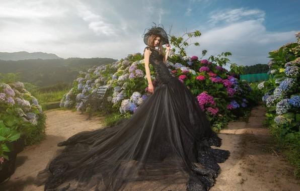Картинка цветы, поза, стиль, парк, модель, шляпа, сад, платье, азиатка, кусты, гортензия