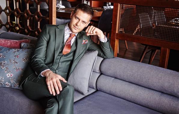 Картинка взгляд, поза, костюм, мужчина, красивый, Милош Бикович
