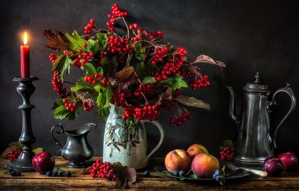 Картинка ягоды, свеча, кувшин, натюрморт, персики, гроздья, подсвечник, калина, грозди, кофейник