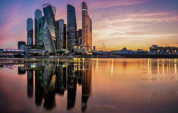 Картинка закат, отражение, река, здания, Москва, Россия, небоскрёбы, Москва-Сити, Москва-река, Пресненская набережная