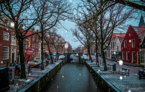 Картинка зима, снег, деревья, город, дома, канал, Нидерланды, мостик, Эдам