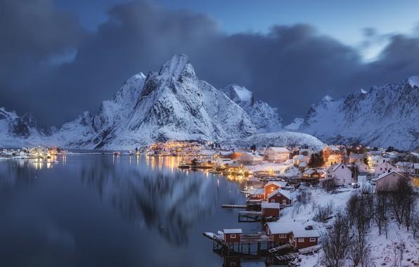 Картинка зима, море, облака, пейзаж, горы, природа, дома, вечер, деревня, Норвегия, Лофотенские острова, Hamnoy, Лофотены, Andrey …