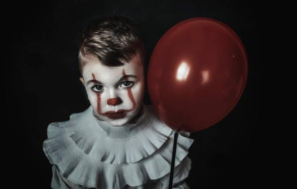 Картинка взгляд, лицо, шар, мальчик, клоун, чёрный фон, воздушный шарик, Пеннивайз, Pennywise