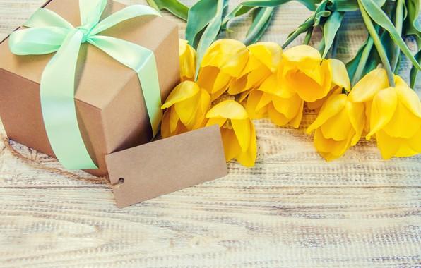 Картинка любовь, подарок, букет, желтые, лента, тюльпаны, love, yellow, wood, flowers, beautiful, romantic, tulips, valentine's day, …