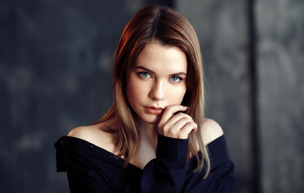 Картинка взгляд, лицо, поза, фон, модель, рука, портрет, макияж, прическа, шатенка, красотка, Taya, боке, Evgeniy Bulatov, …