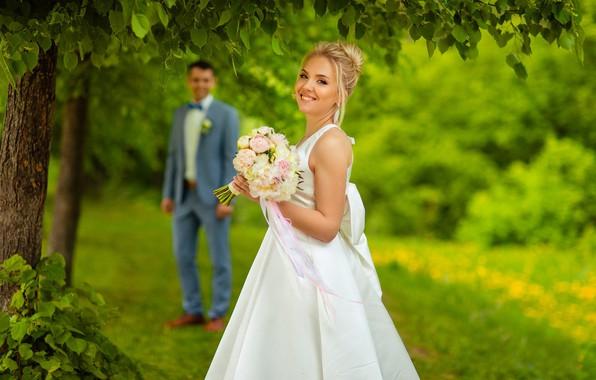 Картинка любовь, природа, улыбка, букет, невеста, боке, жених