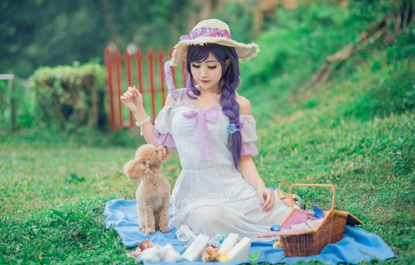 Картинка зелень, лето, трава, взгляд, девушка, природа, лицо, поза, ресницы, стиль, фон, настроение, белое, поляна, забор, …