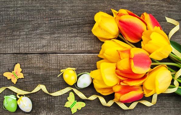 Картинка цветы, яйца, colorful, Пасха, тюльпаны, happy, yellow, wood, flowers, tulips, Easter, purple, eggs, decoration