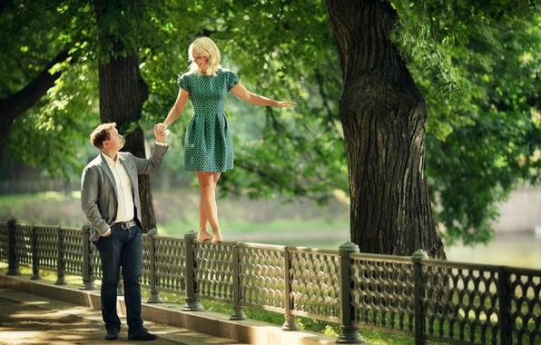 Картинка лето, девушка, природа, парк, люди, романтика, ограда, пара, парень, прогулка, свидание, Марианна Смолина