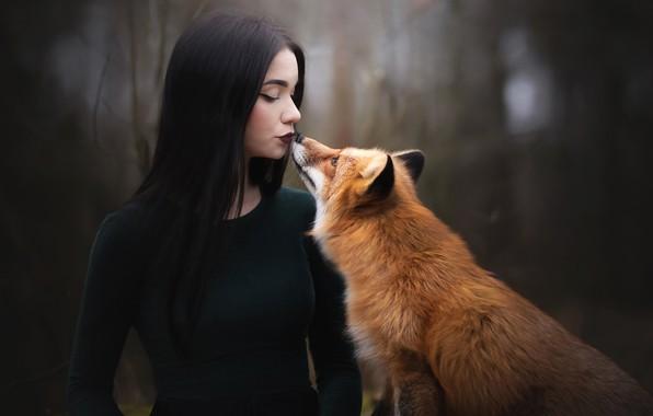 Картинка девушка, поцелуй, брюнетка, лиса, рыжая, боке
