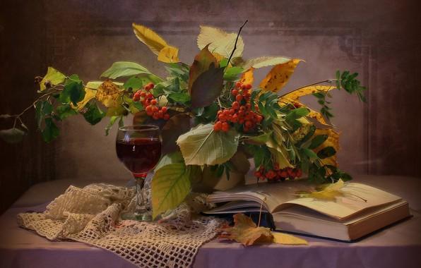 Картинка листья, ветки, ягоды, бокал, книга, напиток, натюрморт, столик, рябина, салфетка, Ковалёва Светлана