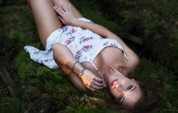 Картинка трава, девушка, лежит, Евгений Решетов, Дарья Зубкова