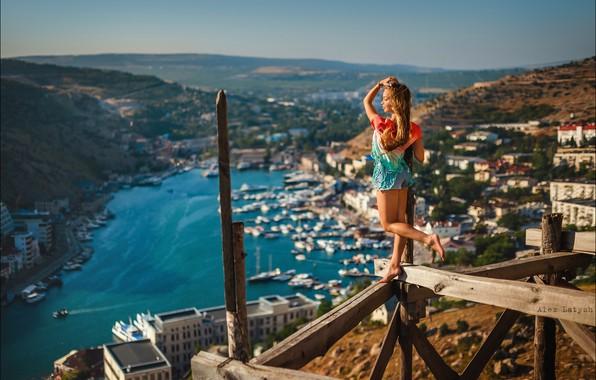 Картинка девушка, город, поза, настроение, доски, ситуация, панорама, леса, Алексей Латыш, Ника Гикалюк