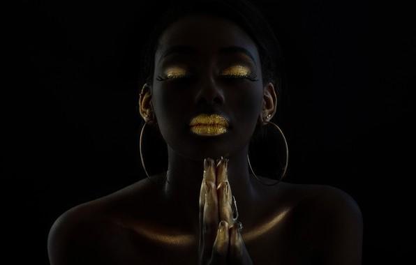 Картинка девушка, стиль, золото, модель, мулатка, чёрный фон, makeup, тёмная девушка