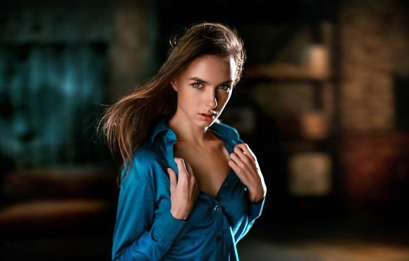 Картинка взгляд, секси, поза, модель, портрет, макияж, прическа, рубашка, шатенка, красотка, боке, в синем, Vika, Виктория …